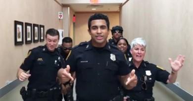 ضباط شرطة يرقصون داخل القسم (فيديو)