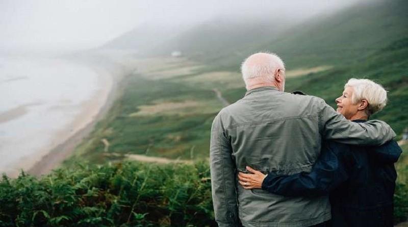 النساء أطول عمرًا من الرجال.. الصحة العالمية تكشف الأسباب!