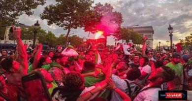 مئات الجزائريين يحتفلون في شوارع باريس بفوز منتخبهم والشرطة الفرنسية تتدخل