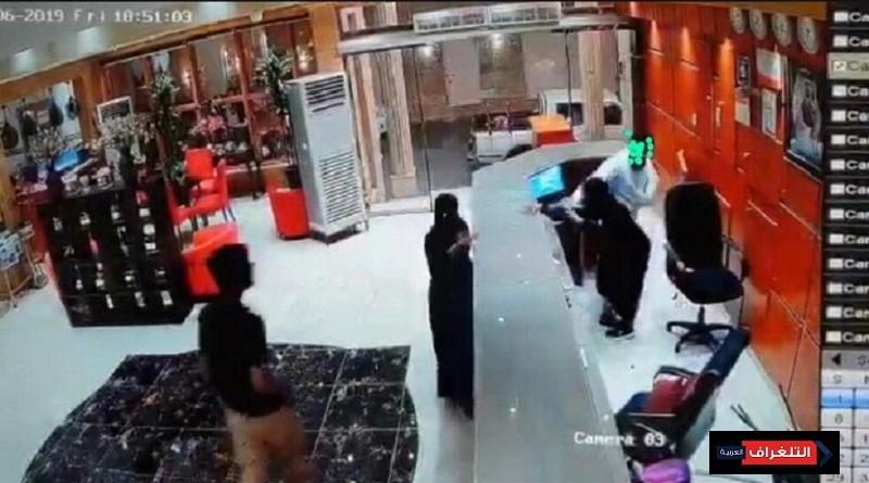 بالفيديو...النيابة العامة تباشر التحقيق في واقعة فندق صبيا