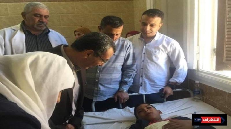 وكيل أول وزارة التربية والتعليم بالشرقية أثناء زيارته للمستشفي  للاطمئنان علي الطالب محمد على أنيس