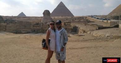 داني ألفيس وزوجته فى زيارة لأهرامات الجيزة