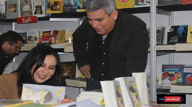 """الفنانة يسرا طارق توقع روايتها الأدبية """"الواهمة"""" بمعرض الكتاب"""