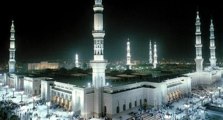 خادم الحرمين يأمر بفتح المساجد واحترازات صحيه محدده للمصليين